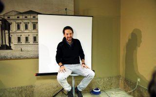 Ο επικεφαλής του αριστερού Podemos, Πάμπλο Ιγκλέσιας, παίρνει την κάρτα εισόδου στη Βουλή. Νέες εκλογές θα ευνοούσαν το Podemos.
