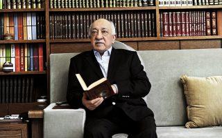Ο 74χρονος κληρικός Φετουλάχ Γκιουλέν στο γραφείο του στο Σέιλορσμπουργκ της Πενσιλβάνια. Είναι επικεφαλής δικτύου σχολείων, νοσοκομείων και άλλων δομών, οι οποίες ονομάζονται χιζμέτ.