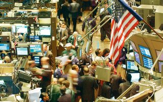 Ο Παγκόσμιος Δείκτης MSCI έχει παρουσιάσει ετήσιες απώλειες 3% κατά τη διάρκεια του έτους, ενώ ο αμερικανικός δείκτης S&P 500 παρέμεινε αμετάβλητος.
