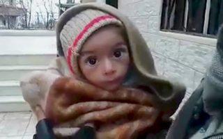 Σαν σκελετός έχει γίνει το μικρό παιδί από τη Μαντάγια. Οι κάτοικοι πεινούν και τρώνε φύλλα, χόρτα και ό,τι άλλο βρουν.