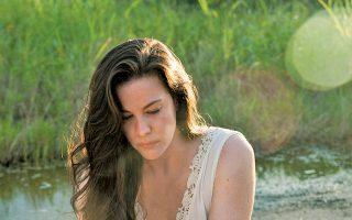 Η Λιβ Τάιλερ στη σειρά της ΗΒΟ «The Leftovers»: ένας μετα-αποκαλυπτικός κόσμος, όπου οι άνθρωποι έχουν χάσει τις σταθερές τους.
