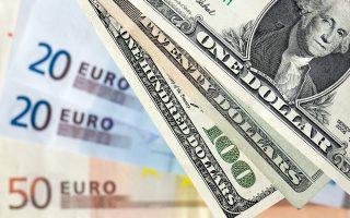 Το ευρώ υποχωρούσε αργά χθες το βράδυ κατά 0,36% έναντι του δολαρίου, με την ισοτιμία να κυμαίνεται γύρω από το 1.0886.