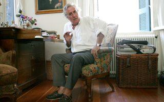 Ο Νίκος Παναγιωτόπουλος έφυγε από τη ζωή χθες ξημερώματα, τον πρόδωσε η καρδιά του στα 74 του. Εζησε τη ζωή του κάνοντας σινεμά με τον δικό του προσωπικό τρόπο, που ήταν πάντα απρόβλεπτος και ξεχωριστός. Εξωστρεφής, λάτρης του Γκοντάρ, υπήρξε ένας από τους σημαντικότερους Ελληνες κινηματογραφιστές της γενιάς του '70.