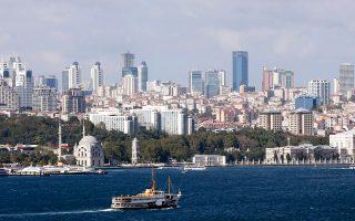 Το 2015 επισκέφθηκαν την Τουρκία περισσότεροι από 3,6 εκατ. Ρώσοι τουρίστες και περίπου 5,5 εκατ. Γερμανοί. Για το 2016, με βάση τα σημερινά δεδομένα, η Τουρκία θα χάσει το μεγαλύτερο μέρος από τους Ρώσους τουρίστες που την επισκέφθηκαν πέρυσι. Σε ό,τι αφορά τη γερμανική αγορά, είναι πολύ νωρίς να εκτιμηθούν οι επιπτώσεις για το σύνολο της χρονιάς.