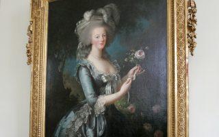«Η Μαρία Αντουανέτα με το ρόδο», στο Μικρό Τριανόν των Βερσαλλιών.