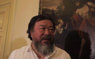 Ο διάσημος Κινέζος καλλιτέχνης και ακτιβιστής Ai Wei Wei παραχωρεί συνέντευξη τύπου, Παρασκευή, 1 Ιανουαρίου 2016. Ο Κιινέζος καλλιτέχνης εξέφρασε τη συμπαράσταση του στους πρόσφυγες που φθάνουν κατά χιλιάδες στα ελληνικά νησιά και ιδιαίτερα στη Μυτιλήνη και συνεχάρη την Ελλάδα και τους νησιώτες για την αλληλέγγυα συμπεριφορά τους.