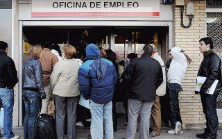 Τα άτομα που βρίσκονται εκτός αγοράς εργασίας στην Ισπανία πάνω από μία διετία ανέρχονται σε 2,4 εκατ.