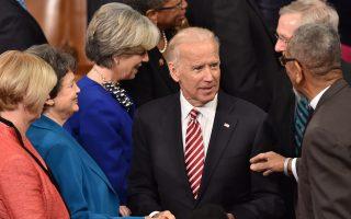 Ο αντιπρόεδρος Τζο Μπάιντεν προσέρχεται στο Καπιτώλιο, κατά την πρόσφατη ομιλία του Μπαράκ Ομπάμα για την κατάσταση του έθνους.