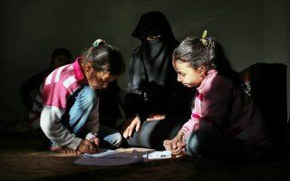 Σύροι πρόσφυγες από την Παλμύρα σε προσφυγικό καταυλισμό της κωμόπολης Ρεϊχανλί της Τουρκίας.