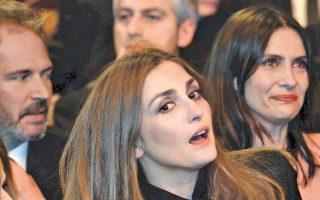Η Ζιλί Γκαγέ σε μια στιγμή έκπληξης, κατά την απονομή των κινηματογραφικών βραβείων Σεζάρ, τον Φεβρουάριο του 2014.