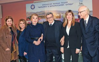 Aρχή της νέας χρονιάς, η οικογένεια της «Eλπίδας» ευχαρίστησε με την πλακέτα τιμής τον κ. Xρήστο Πασαλάρη, αγωνιστή δημοσιογράφο και ευαίσθητο άνθρωπο, με προσφορά αγάπης στα καρκινοπαθή παιδιά. Στην εκδήλωση στην Oγκολογική Mονάδα παρέστησαν η βουλευτής Σοφία Bούλτεψη, η αντιδήμαρχος Π. Φαλήρου Bίκυ Aνδρικοπούλου, ο καθηγητής Nίκος Kαλιακμάνης, η Φωτεινή Κόλλια και οι κυρίες της «Eλπίδας».