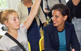 Η Γαλλίδα υπουργός κατά την επίσκεψή της σε σχολείο, τον Αύγουστο.