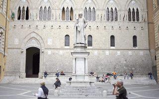 Τα χθεσινά σχόλια του κ.Ντράγκι ενίσχυσαν τις μετοχές των ιταλικών τραπεζών, με τη μετοχή της πιο ευάλωτης Monte dei Paschi (φωτ.) να αναρριχάται 39%. Ωστόσο, το ζήτημα των μη εξυπηρετούμενων δανείων στοιχειώνει τις ιταλικές τράπεζες. Εάν συμπεριληφθούν και τα προβληματικά δάνεια 160 δισ., το συνολικό ποσοστό ανέρχεται στο 22% του ιταλικού ΑΕΠ.