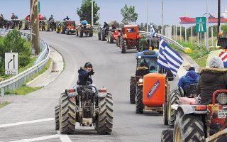 Οι αγρότες αναμένεται να κλιμακώσουν τις κινητοποιήσεις με καθημερινούς εξάωρους αποκλεισμούς δρόμων.