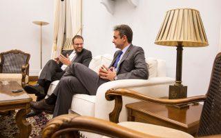 Με τον πρόεδρο της ΔΗΜΑΡ Θ. Θεοχαρόπουλο συναντήθηκε χθες ο πρόεδρος της Ν.Δ. Κυρ. Μητσοτάκης.