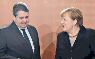 Η Αγκελα Μέρκελ και ο Ζίγκμαρ Γκάμπριελ προσέρχονται στο υπουργικό συμβούλιο στην καγκελαρία.