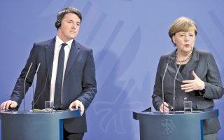 Ο Ματέο Ρέντσι και η Αγκελα Μέρκελ μετά το χθεσινό γεύμα εργασίας στο Βερολίνο. Οι δύο ηγέτες τόνισαν την ανάγκη ευρωπαϊκής ενότητας για την αντιμετώπιση του προσφυγικού, με τον Ιταλό πρωθυπουργό να διαβεβαιώνει ότι η χώρα του θα άρει τις αντιρρήσεις της για την εκταμίευση των 3 δισ. προς την Τουρκία «μόλις λάβει τις διευκρινίσεις που έχει ζητήσει από την Κομισιόν».