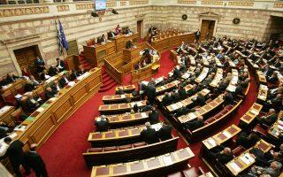 Εντονη αντιπαράθεση υπήρξε και στη Βουλή για την Επιτροπή Ανταγωνισμού, όπου το κόμμα της αξιωματικής αντιπολίτευσης ήγειρε ζήτημα αντισυνταγματικότητας της τροπολογίας, η οποία απορρίφθηκε.