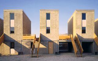 Ενα χαρακτηριστικό παράδειγμα «συμμετοχικού σχεδιασμού» του Αλεχάντρο Αραβένα, στη πόλη της Χιλής Ικίκε, όπου η Elemental του σχεδίασε και κατασκεύασε ένα κομμάτι της κατοικίας, αφήνοντας ελεύθερο τον μελλοντικό ένοικο να το διαμορφώσει ανάλογα με τις ανάγκες του.