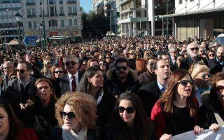 Πορεία διαμαρτυρίας δικηγόρων, γιατρών, μηχανικών, δικαστικών επιμελητών και συμβολαιογράφων κατά του νέου ασφαλιστικού.