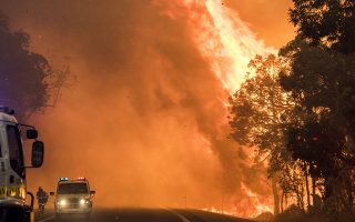 This handout photo taken on January 7, 2016 and released by the Department of Fire and Emergency Services (DFES) shows a bushfire burning near Waroona, some 110 kilometres (70 miles) south of Perth. Two people have died and more than a hundred homes have been destroyed in a huge bushfire, Australian authorities said on January 10, 2016 as firefighters battled to tame the out-of-control blaze which has razed about 71,000 hectares (175,000 acres) in Western Australia state. AFP PHOTO / Department of Fire and Emergency Services (DFES) ---EDITORS NOTE ----RESTRICTED TO EDITORIAL USE MANDATORY CREDIT
