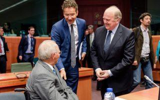 Ο επικεφαλής του Εurogroup Γερούν Ντάισελμπλουμ (στη φωτ. με τους υπουργούς Οικονομικών Γερμανίας Βόλφγκανγκ Σόιμπλε και Ιρλανδίας Μάικλ Νούναν) δήλωσε για πρώτη φορά ανοιχτά, την Παρασκευή, ότι τα «νούμερα δεν βγαίνουν ακόμη».