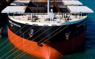 Οι κινήσεις των ελληνικών ναυτιλιακών εταιρειών που είναι εκτεθειμένες στην αγορά της μεταφοράς ξηρού χύδην φορτίου κρίνονται επιβεβλημένες, καθώς, με βάση τις σχετικές προβλέψεις αναλυτών και φορέων του κλάδου, πολύ δύσκολα θα επιστρέψουν άμεσα στην κερδοφορία και τουλάχιστον όχι πριν από το 2017.