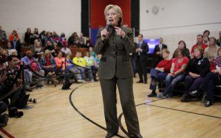 Στην Αϊόβα ο έμπειρος εκλογικός μηχανισμός της Χίλαρι Κλίντον έχει βρεθεί αντιμέτωπος με τη δυναμική εκστρατεία του Σάντερς.