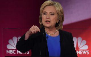 Σειρά από διαφόρων ειδών επιθέσεις δέχεται η πρώην υπουργός Εξωτερικών, Χίλαρι Κλίντον, ενώ προσπαθεί να συσπειρώσει τις γυναίκες ψηφοφόρους.