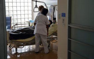 Σε κάποιες περιπτώσεις τη λύση δίνουν κοινωνικές υπηρεσίες νοσοκομείων ή προνοιακά ιδρύματα ΜΚΟ.
