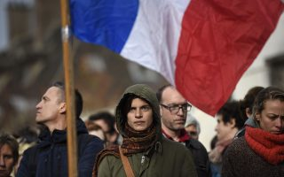 Διαμαρτυρίες στη Γαλλία. «Σχεδόν όλες οι επιθέσεις έχουν διαπραχθεί από δυσαρεστημένους Γάλλους μικροεγκληματίες. Οι περισσότεροι από αυτούς ριζοσπαστικοποιήθηκαν στις γαλλικές φυλακές» λέει ο ιστορικός Αντονι Πάγκντεν.