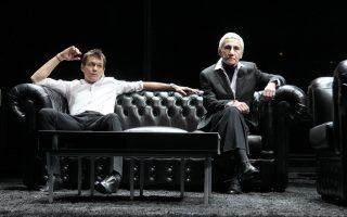 Τα δύο από τα αδέλφια Καραμάζοφ και η συγκλονιστική φιγούρα της ηθοποιού που υποδύθηκε τον Αλιόσα.
