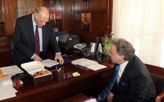 Ο υπουργός Εργασίας Γιώργος Κατρούγκαλος  (Δ) συναντάται στην Βουλή  με τον επικεφαλής της Ένωσης Κεντρώων Βασίλη Λεβέντη  (Α) , Δευτέρα 4 Ιανουαρίου 2016. Ο υπουργός Εργασίας Κατρούγκαλος έχει σειρά συναντήσεων με τους πολιτικούς αρχηγούς και  εκπροσώπους κομμάτων για το ασφαλιστικό , ενώ το απόγευμα θα συναντηθεί για το ίδιο θέμα και με τον Πρόεδρο της Δημοκρατίας Προκόπη Παυλόπουλο.  ΑΠΕ ΜΠΕ/ΑΠΕ ΜΠΕ/ΠΑΝΤΕΛΗΣ ΣΑΪΤΑΣ