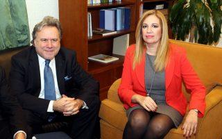 Ο υπουργός Εργασίας Γιώργος Κατρούγκαλος  (Α) συναντάται στην Βουλή  με την πρόεδρο του ΠΑΣΟΚ Φώφη Γεννηματά   (Δ) , Δευτέρα 4 Ιανουαρίου 2016. Ο υπουργός Εργασίας Κατρούγκαλος έχει σειρά συναντήσεων με τους πολιτικούς αρχηγούς και  εκπροσώπους κομμάτων για το ασφαλιστικό , ενώ το απόγευμα θα συναντηθεί για το ίδιο θέμα και με τον Πρόεδρο της Δημοκρατίας Προκόπη Παυλόπουλο. ΑΠΕ ΜΠΕ/ΑΠΕ ΜΠΕ/ΠΑΝΤΕΛΗΣ ΣΑΪΤΑΣ