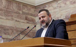 Ο Β. Κεγκέρογλου (φωτ.) κατήγγειλε τον κοινοβουλευτικό εκπρόσωπο του ΣΥΡΙΖΑ, Σωκρ. Φάμελλο, ότι τον προσέγγισε στο βουλευτικό του έδρανο και του απηύθυνε απειλές.