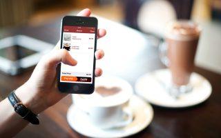 Η μεταφορά χρημάτων μέσω κινητού θα είναι μια απλή εφαρμογή που θα την κατεβάζει όποιος επιθυμεί στο κινητό του. Οι χρήστες της εφαρμογής –όταν η δυνατότητα ενεργοποιηθεί– δεν θα έχουν παρά να εγγραφούν και στη συνέχεια να εκτελούν τη συναλλαγή, πληκτρολογώντας το νούμερο του κινητού του προσώπου που επιθυμούν να μεταφέρουν χρήματα.