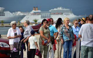 Στο μέτωπο της κρουαζιέρας καταγράφεται, γενικότερα, μια θετική δυναμική για την Ελλάδα. Είναι ενδεικτικό της κατάστασης το γεγονός ότι η MSC Cruises και η Crystal Cruises ανακοίνωσαν την αντικατάσταση τουρκικών λιμανιών, σε προγραμματισμένες κρουαζιέρες στην έναρξη της σεζόν, με ελληνικά.