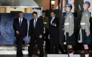Αναστασιάδης και Ακιντζί. Η Ελλάδα θα συμφωνήσει σε ό,τι αποφασίσει η Λευκωσία.