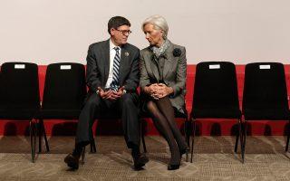 Ο Αμερικανός υπουργός Οικονομικών Τζακ Λιου με την επικεφαλής του ΔΝΤ Κριστίν Λαγκάρντ. Ο πρώτος υπενθύμισε ότι η συμφωνία για το νέο ελληνικό πρόγραμμα προβλέπει μεταρρυθμίσεις, ελάφρυνση του χρέους ώστε να γίνει βιώσιμο και βέβαια συμμετοχή του ΔΝΤ, την οποία τόνισε ότι οι ΗΠΑ υποστηρίζουν.
