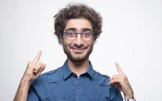 Ο stand up comedian Λάμπρος Φισφής θα παρουσιάζει την τηλεοπτική εκδοχή του «Quizdom».
