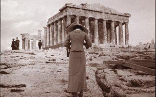 Η φωτογράφος της Ακρόπολης, 15 Απριλίου 1911 (Συλλογή Χάρη Γιακουμή / Kallimages, Παρίσι).
