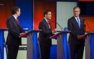 Ο Τέντ Κρουζ και ο Τζεμπ Μπους παρακολουθούν τον Μάρκο Ρούμπιο στο τελευταίο debate πριν την Αϊόβα.