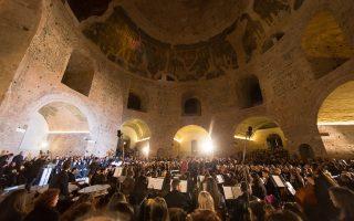 Η αποκατεστημένη Ροτόντα ανοίγεται στο κοινό, έπειτα από 40 χρόνια. Στην πρώτη συναυλία υποδέχθηκε πλήθος κόσμου, ενώ παρόντες ήταν, μεταξύ άλλων, ο δήμαρχος Θεσσαλονίκης Γιάννης Μπουτάρης και ο Μητροπολίτης Ανθιμος, οι οποίοι μιλούν στην «Κ».