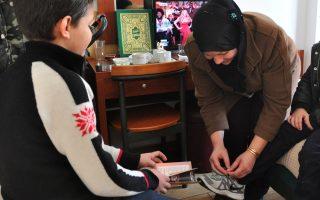 Ο Μαχμούντ και η οικογένειά του είναι μεταξύ των πρώτων προσφύγων, οι οποίοι εντάχθηκαν στο καθεστώς μετεγκατάστασης, το οποίο προχωρά σημειωτόν.