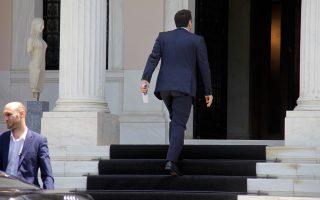 Το νέο πολιτικό σκηνικό που δημιουργήθηκε μετά την εκλογή Μητσοτάκη στην ηγεσία της Ν.Δ. και με δεδομένη την ισχυροποίηση της αντιπολιτευτικής πίεσης που θα δεχθεί η κυβέρνηση, εξετάζει το πρωθυπουργικό επιτελείο στο Μέγαρο Μαξίμου.