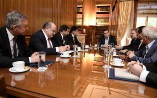 Ο πρωθυπουργός Αλέξης Τσίπρας κατά τη χθεσινή συνάντηση που είχε στο Μέγαρο Μαξίμου με τους εκπροσώπους των εργοδοτικών οργανώσεων, με θέμα το ασφαλιστικό.