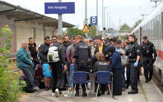 Πρόσφυγες στη Γερμανία. Αν η κυβέρνηση ΣΥΡΙΖΑ - ΑΝΕΛ δεν συμβάλει στην ουσιώδη μείωση του αριθμού των προσφύγων και παράνομων μεταναστών τότε θα είναι ο πρώτος αποδέκτης της κριτικής της καγκελαρίου.