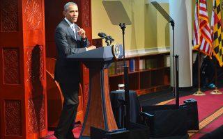 Για πρώτη φορά επισκέφθηκε μουσουλμανικό τέμενος σε αμερικανικό έδαφος, στη Βαλτιμόρη, ο πρόεδρος των ΗΠΑ Μπαράκ Ομπάμα, σε μία προσπάθεια να διαλύσει τις προκαταλήψεις των Αμερικανών, που στο πρόσωπο κάθε μουσουλμάνου βλέπουν έναν τρομοκράτη. Μιλώντας στους συγκεντρωμένους, ο πρόεδρος Ομπάμα τόνισε ότι οι Αμερικανοί μουσουλμάνοι έχουν μία επίζηλη θέση στο αμερικανικό έθνος.