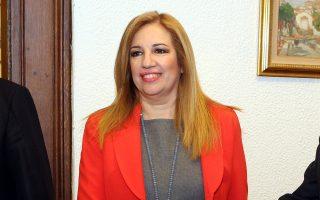 «Καλώ τον κ. Τσίπρα με τους 153 βουλευτές να αντιμετωπίσει τα προβλήματα και να ψηφίσει τα ν/σ», είπε η κ. Φώφη Γεννηματά.