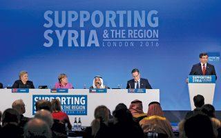 Η Αγκελα Μέρκελ παρακολουθεί με προσοχή την ομιλία του Νταβούτογλου στην πρόσφατη σύνοδο για τη Συρία στο Λονδίνο. Οι δύο ηγέτες θα ξαναβρεθούν την άλλη εβδομάδα στην Τουρκία για να συζητήσουν για το προσφυγικό.